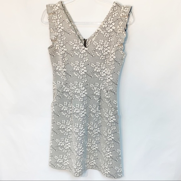 Anthropologie Dresses & Skirts - ANTHROPOLOGIE TABITHA Scallop floral brocad grey 4
